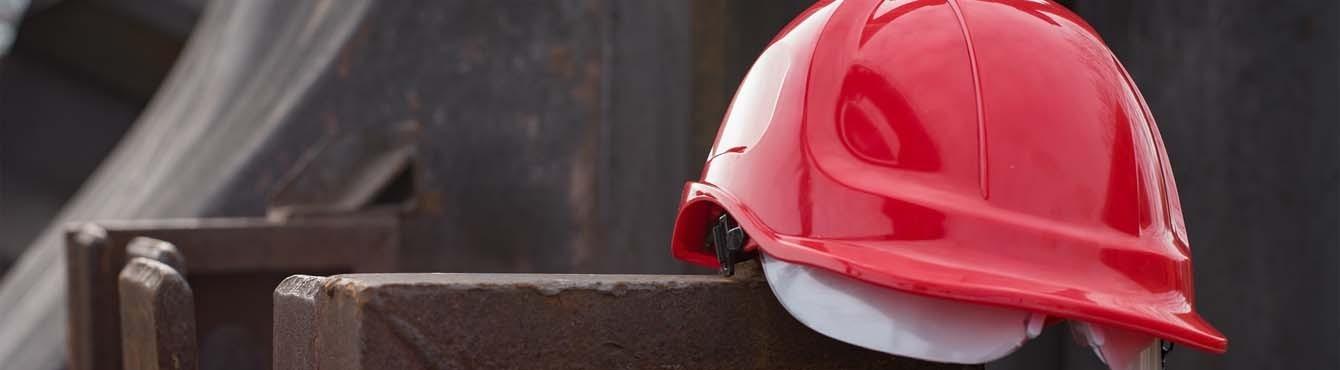 ▷ Cascos de protección, cascos de seguridad, viseras antigolpes.